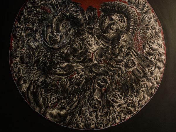 Paul Alex M. Samaniego - Giorno VI, 2015, Carbone, cenere, terra, tempera, colla arabica e smalto acrilico su ecopelle, 120x140cm