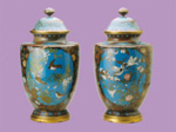 Coppia di vasi con scene di  fiori e uccelli Manifattura di Nagoya