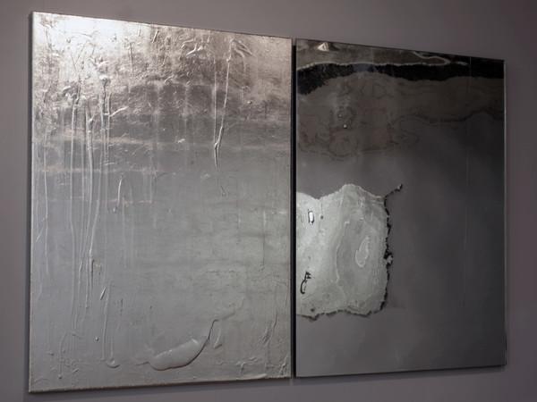 Rosslynd Piggott, <em>Mirror, mirror no.1</em>, 2008-09, Olio e palladio su lino, frammenti di vetro e specchio, legno, 2 panneli, 1.5 x 1 m