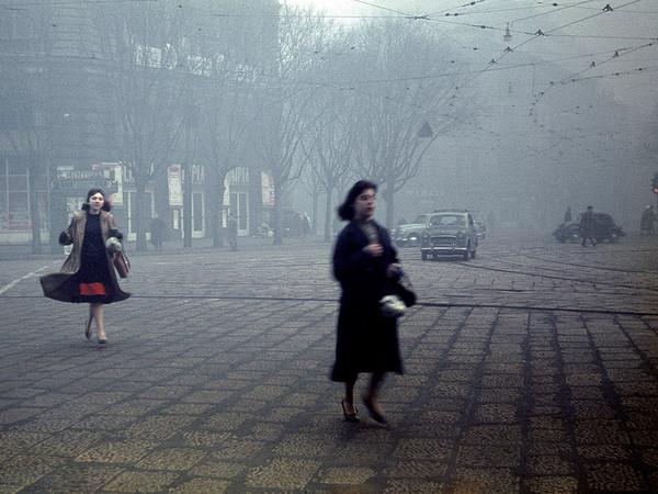 Cesare Colombo, Largo Cairoli, ore 8, 1956. Milano, Civico Archivio Fotografico, inv. COL 7