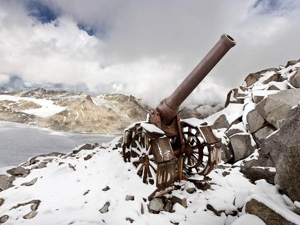 Stefano Torrione, Gruppo Adamello Cresta Croce: il cannone italiano 149 G, innalzato per appoggiare l'attacco e la conquista del Corno di Cavento