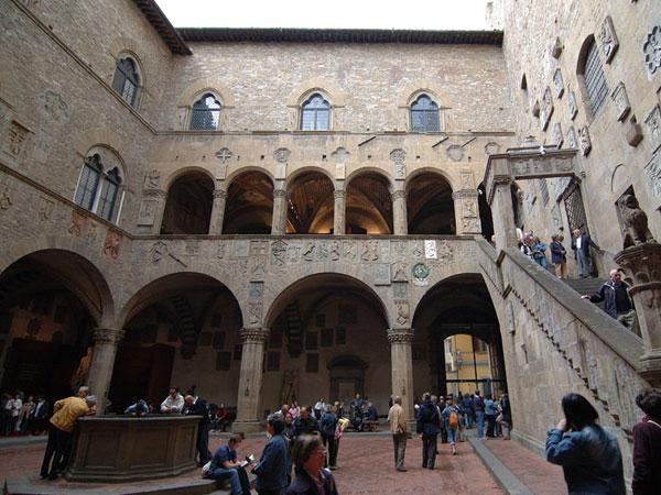 Museo Nazionale del Bargello, Firenze,cortile interno.