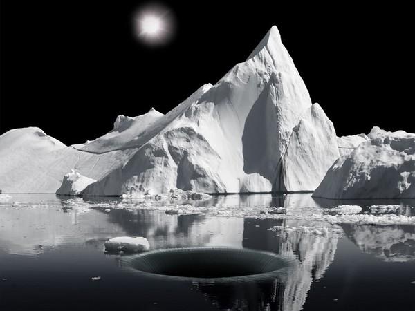 Aqua Aura, Warped Passage, 2015, stampa digitale su carta cotone Hahnemuehle, montata su alluminio, cornice floccata, cm. 100x123x8