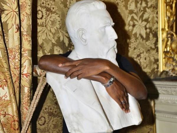 Nicola Lo Calzo, Sangare Moussa, cantante rap maliano e richiedente asilo, dietro la statua di Nicolò Turrisi Colonna, 2017-2020