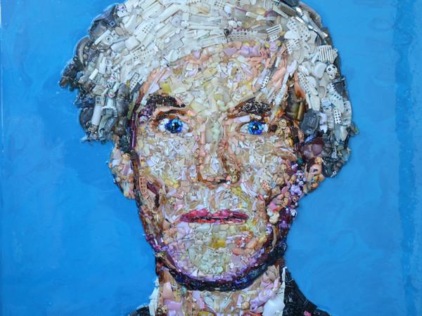 Lady Be, Andy Warhol, oggetti di recupero e resina su tavola, 80x80 cm., 2016