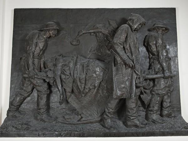 Vincenzo Vela, Le Vittime del lavoro, 1882, bronzo, cm. 239x323x40. Galleria Nazionale d&rsquo;Arte Moderna e Contemporanea, Roma<br />