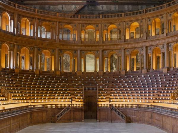 Fornasetti, Allestimento nel Teatro Farnese Complesso Monumentale della Pilotta