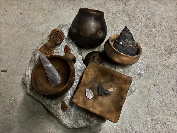 Vasi e punte in selce e in cristallo di rocca ricostruiti da Cristiano Brandolini (BranArt)