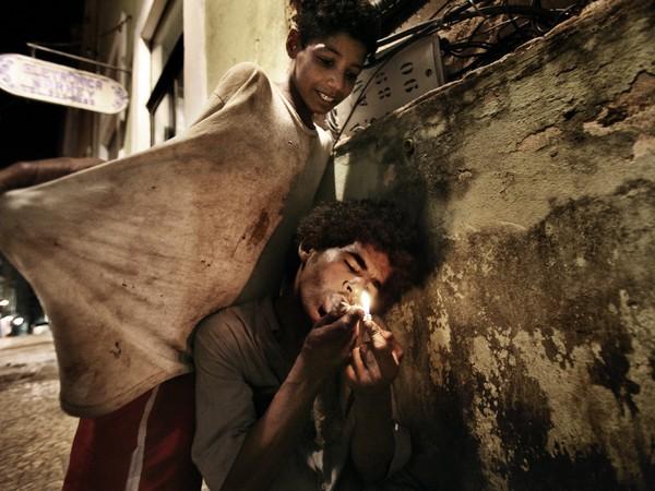Valerio Bispuri, Josè e Kaio rubano, vivono e fumano paco ogni giorno nei vicoli di Pelourinho