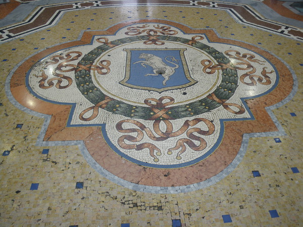 Mosaico pavimentale con lo stemma di Torino