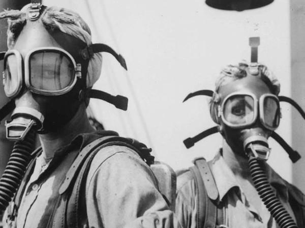 Donne al lavoro nell'industria bellica americana, 1940 – 1945, acciaieria di Gary Works, Gary, Indiana, USA. Autore sconosciuto o non fornito