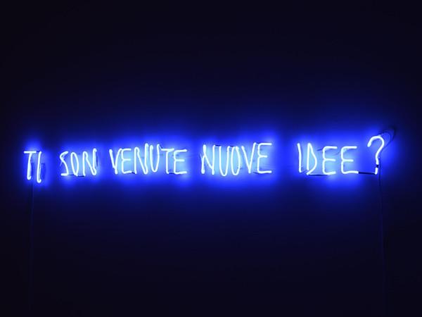 Valerio Rocco Orlando, Ti sono venute nuove idee?, 2017, luce al neon. Collezione Museo MA*GA
