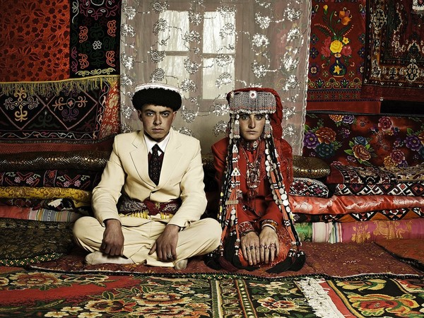 Xin Zhao Li, Newlyweds in Tashkurgan, 2009, digital chromogenic print, cm 120x90