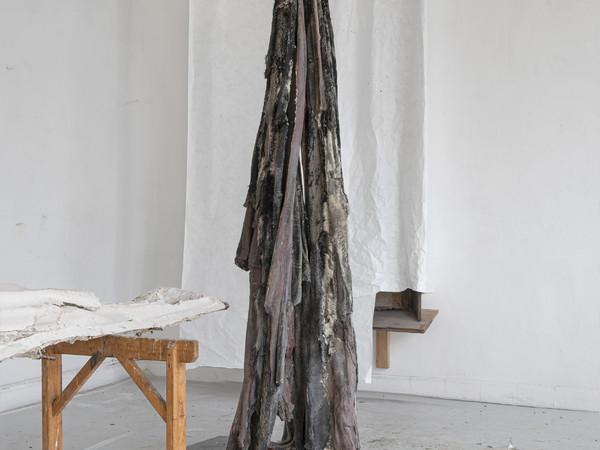 Berlinde De Bruyckere, Marsyas, 2019-2020, cera, peli animali, ferro, resina epossidica