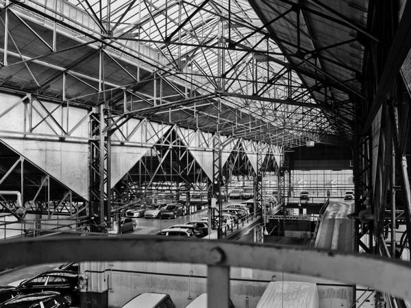 nella ex fabbrica di auto nel cuore di bruxelles la nuova sede del centre pompidou mondo. Black Bedroom Furniture Sets. Home Design Ideas