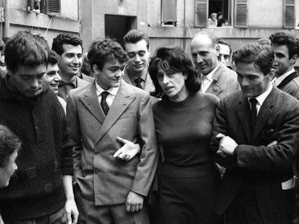 Rodrigo Pais, durante le riprese del film Mamma Roma. Roma, aprile 1962