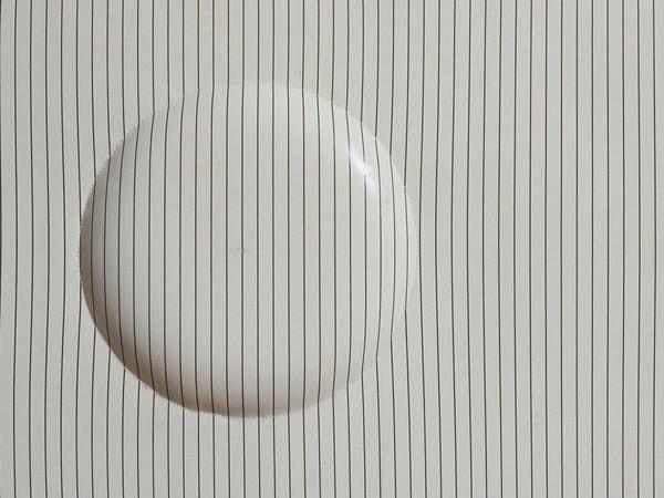 Agostino Bonalumi, <em>Bianco e nero</em>, 1968, Cirè estroflesso, 33 x 48 cm