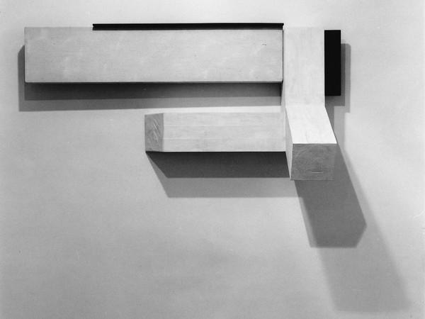 Naoya Takahara, Senza titolo, 1987, legno, cotone, colori acrilici, 77x156x52 cm.
