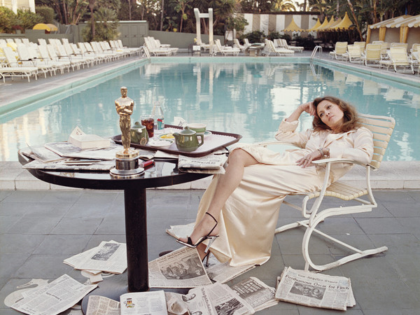 Terry O'Neill, Faye Dunaway il giorno dopo aver ricevuto l'Oscar, Beverly Hills, 1977