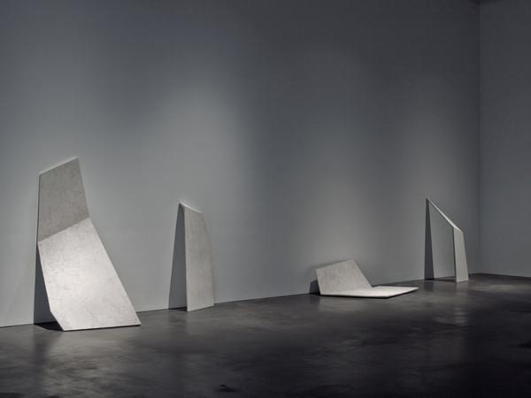 Erin Shirreff,<em>Untitled (Shadows)</em>, 2010. Cenere, gesso Hydrocal, armature metalliche, dimensioni variabili. Veduta della mostra <em>Another Victory Over the Sun</em>, Museum of Contemporary Art, Denver (USA), 2011