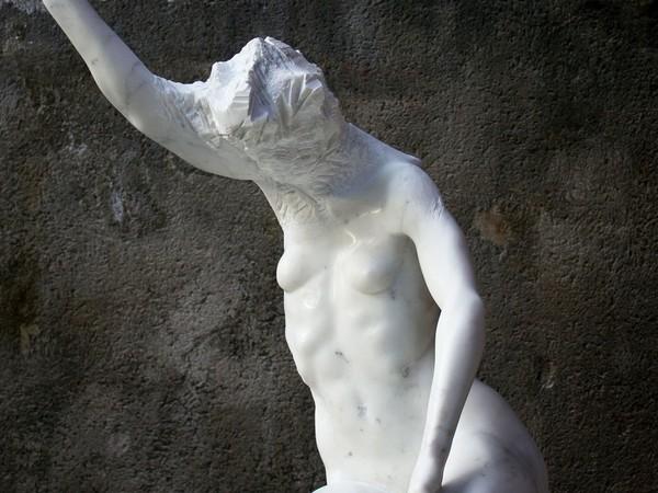 Alex Rane, Pampinea, 2018, marmo statuario, 87x76x54cm.