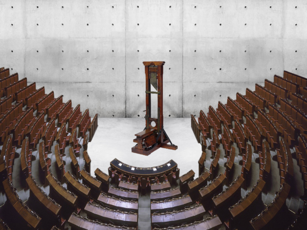 Max Fontana, Macchina per tagliare il numero dei parlamentari, Parlamento italiano in scala 1:1 con ghigliottina funzionante