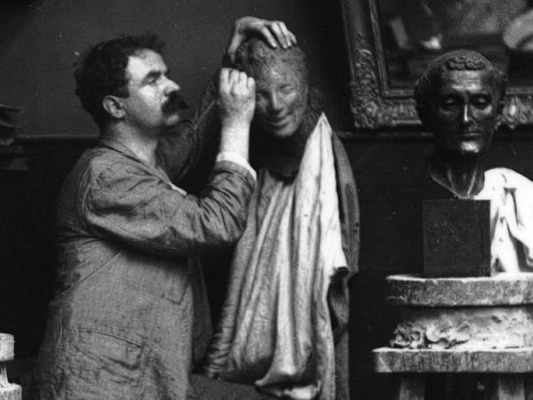 Medardo Rosso, Parigi 1890. Autoritratto nello studio