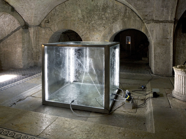 Donato Piccolo, Hope Impluviumâ 2009. Glass, aluminium, water, gas nebula, electric motor, hydraulic pumps, neon, sound woofer, amplificator, dim. 110x110x108 cm.