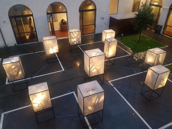 Ologrammi gotici. Installazione di Sàndor Vály, Galleria d'Arte Moderna, Roma