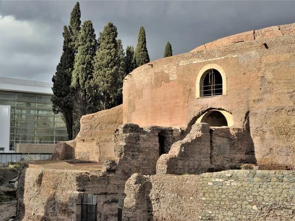 Veduta della facciata del Mausoleo di Augusto al termine dei lavori di restauro, Roma