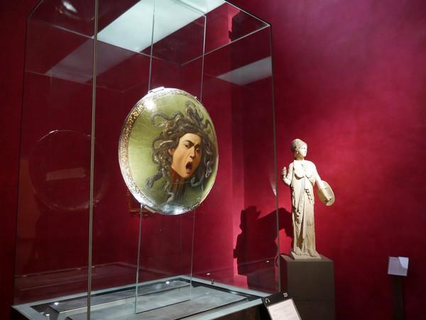 Tutti agli Uffizi per Caravaggio: code per la nuova mostra