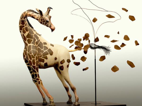 Noi, giraffe nude. Sculture, illustrazioni e dipinti di Sandro Gorra