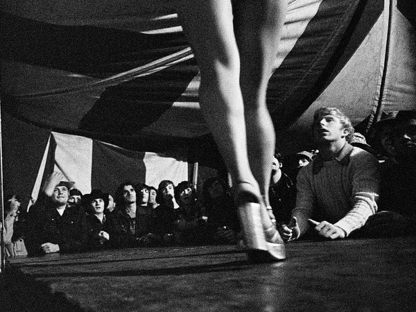 Susan Meiselas, Tentful of Marks. Tunbrigde, Vermont, USA, 1974 HG