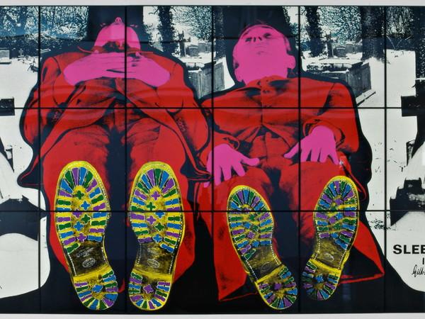 Gilbert & George, Sleeping, 1991. Stampa fotografica colorata a mano su masonite, cm. 253 (a) x 426 (la). Collezione permanente MAMbo – Museo d'Arte Moderna di Bologna