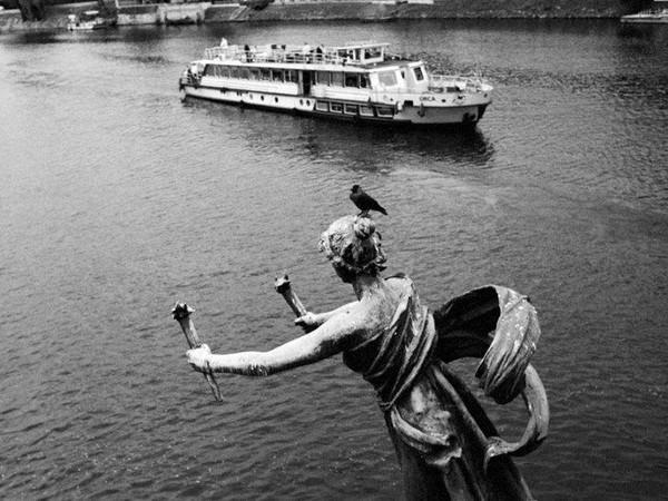 Mario Dondero, Bateau mouche a Praga