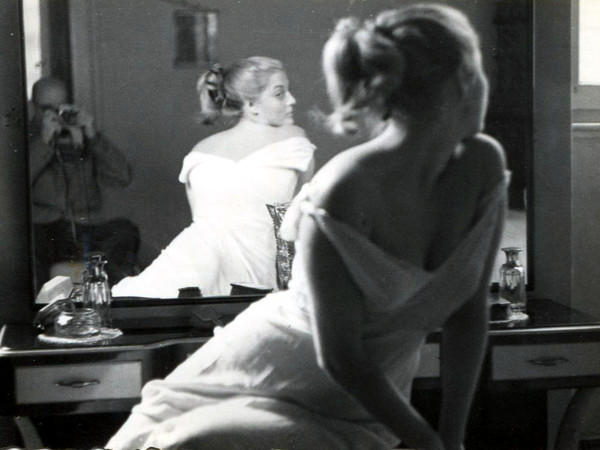 Marcello Dudovich, <em>Modella in posa riflessa nello specchio</em>, 1950 circa, Collezione privata Salvatore Galati