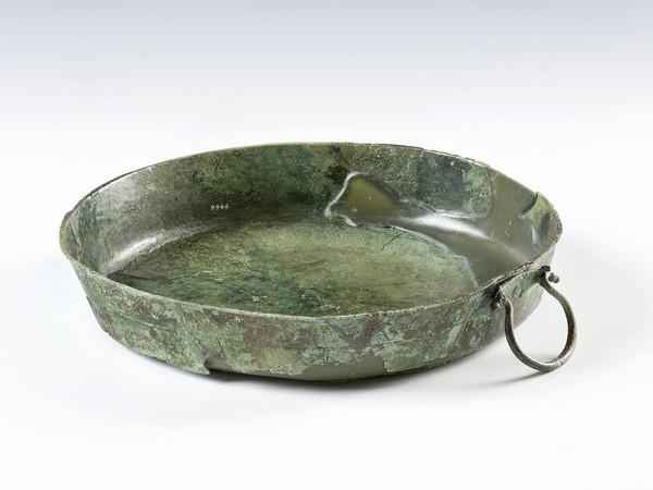 Bacile in bronzo con motivo a onde correnti, Tomba I della Galassina