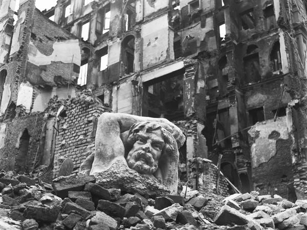 """""""Ma noi ricostruiremo"""". La Milano bombardata del 1943 nell'Archivio Publifoto Intesa Sanpaolo"""