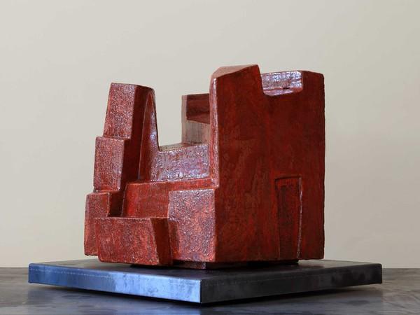 Mara van Wees, Casa rossa, argilla refrattaria, ingobbio e smalto, 2013-2018