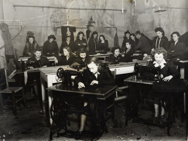 Sartoria per disoccupate gestita a Bologna dall'UDI, 1947. Archivio fotografico UDI Bologna