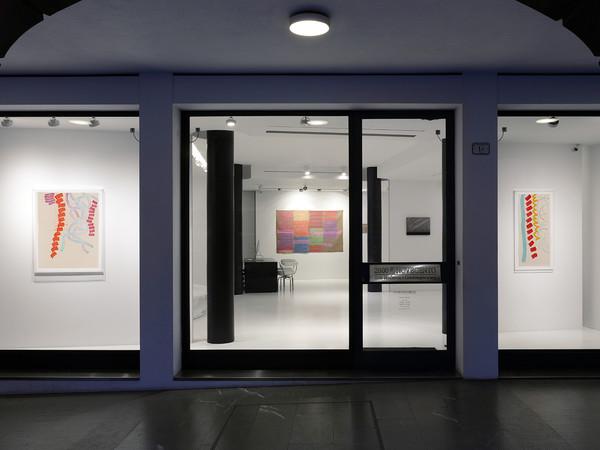 Veduta della mostra 'Pieno vuoto. Divergenze consonanti', Galleria d'Arte 2000 & NOVECENTO, Reggio Emilia I Ph. Fabio Fantini