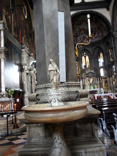 Acquasantiere con San Giovanni Battista e San Zaccaria