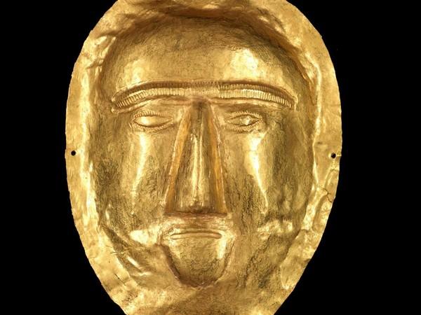 Maschera funeraria, I secolo d.C. Oro, 17.5x13 cm. Thaj, Tell al-Zayer. Museo Nazionale, Riad