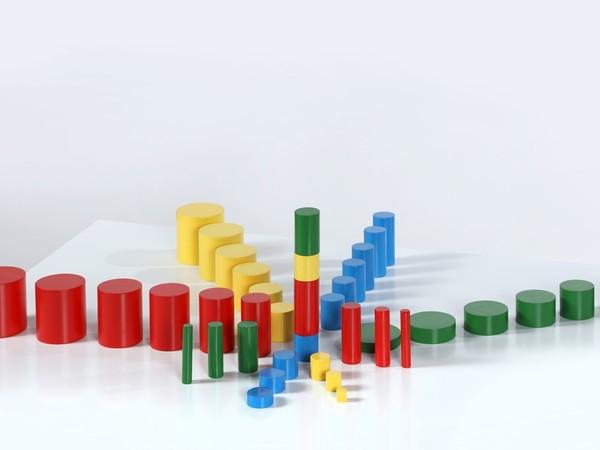 Maria Montessori, <em>Cilindri colorati</em>