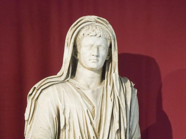 Sala II, la statua di Augusto