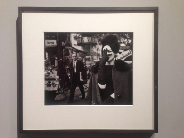 <span>Christer Str&ouml;mholm, </span><span><em>Nana</em>, Place Blanche </span><span>Paris, 1961 -</span> &quot;I grandi maestri. 100 Anni di fotografia Leica&quot;, Complesso del Vittoriano, Roma