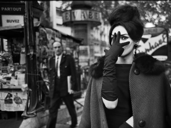 <span>Christer Strömholm, </span><span><em>Nana</em>, Place Blanche </span><span>Paris, 1961, Particolare,</span> <em>I grandi maestri. 100 Anni di fotografia Leica</em> | © Christer Strömholm