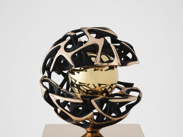 Gianfranco Meggiato, Scienza e conoscenza, 2018. Bronze and wax casting, dia. 27 cm.