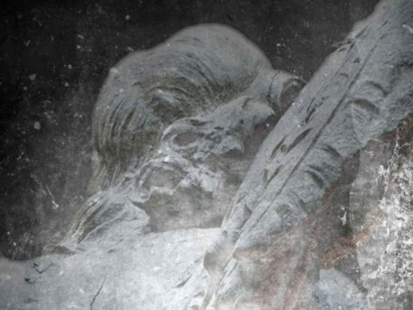 Catherine Wagner, Rome Works - Angel Encased (Bernini), detail, color print 1.27 x 93 cm. Museo storico artistico,Tesoro di san Pietro, Basilica di San Pietro in Vaticano