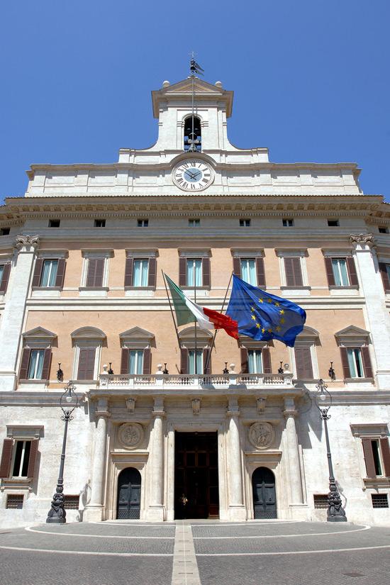 Palazzo montecitorio a roma descrizione opere e mostre for Parlamento montecitorio